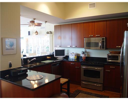 Island City Lofts Wilton Manors - Kitchen