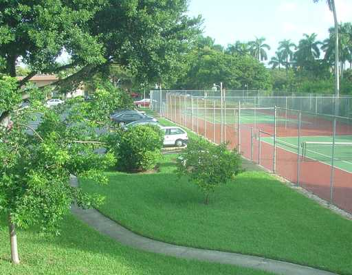 Manor Grove Village Condos - Tennis Courts