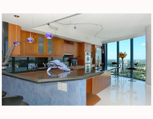Las Olas River House Condos - Kitchen