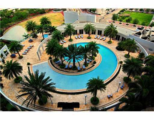Las Olas River House Condos - Pool Area