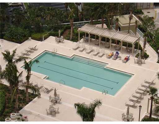 Watergarden Fort Lauderdale Condos Pool area