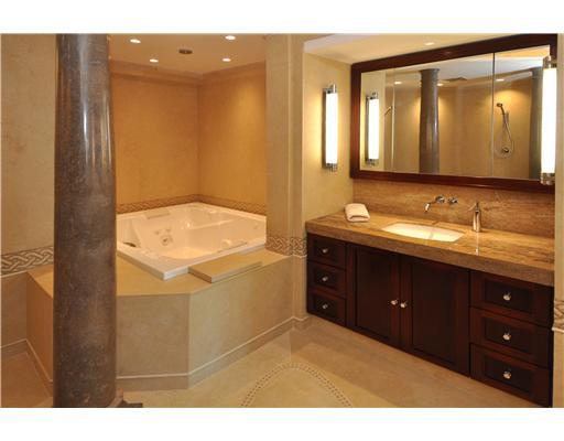 Las Olas Grand Condos Bath