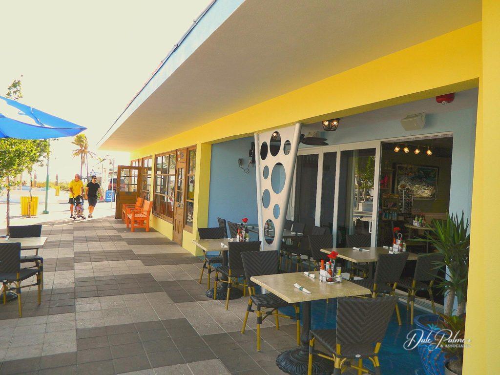 Mulligans Sidewalk Cafe