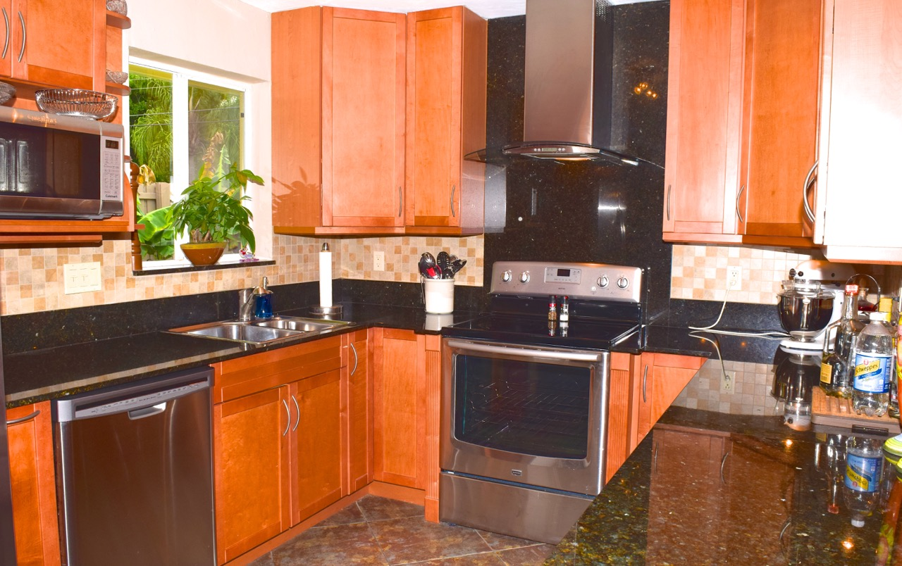 Wilton Manors Homes For Sale | 417 NW 21st Street - Kitchen