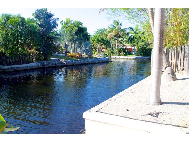 Oakland Park Home For Sale | 4031 NE 16th Terrace - Waterfront
