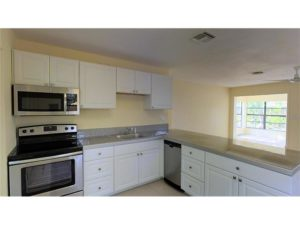 Oakland Park Homes for Sale | 611 NE 56th St - Kitchen