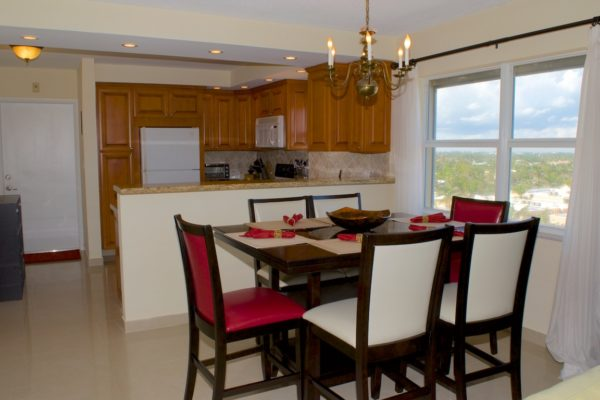Pompano Beach Condo - Tiffany Gardens 706 Kitchen Dining