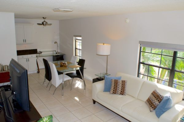 Wilton Manors townhome - Living Room - 210