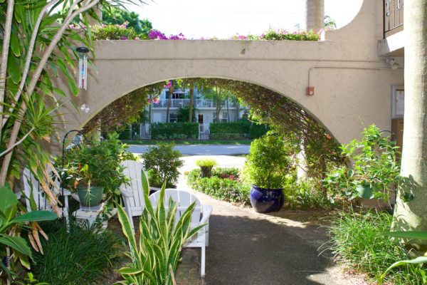 Wilton Manors townhome - Courtyard Entrance