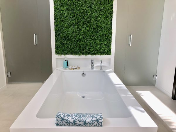 Fort Lauderdale Home - 1600 NE 6th Street - Bath Tub