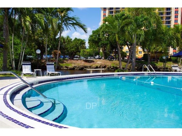 Wilton Manors Condo | Manor Grove #F114 - Pool