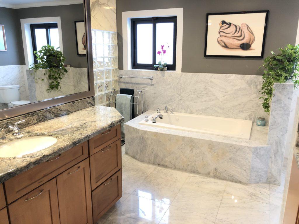 5210 NE 33rd Ave - Master Bath with Tub