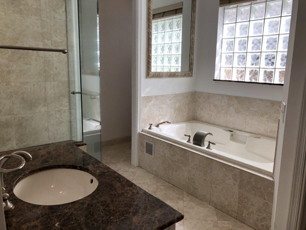 816 N Rio Vista Blvd - Master Bath